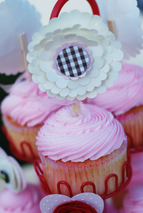 Scallopflowercupcakeweb